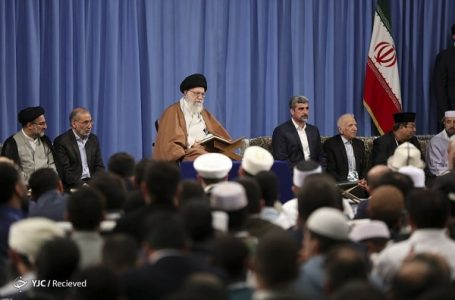 رهبر انقلاب در دیدار با شرکتکنندکان در سی و ششمین دوره مسابقات قرآن