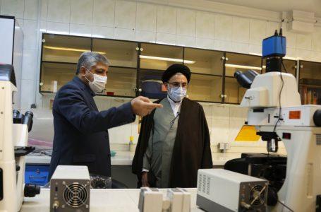 گزارش تصویری بازدید دکتر خاموشی از مرکز تحقیقات گیاهان دارویی و گلخانه دانشگاه شاهد