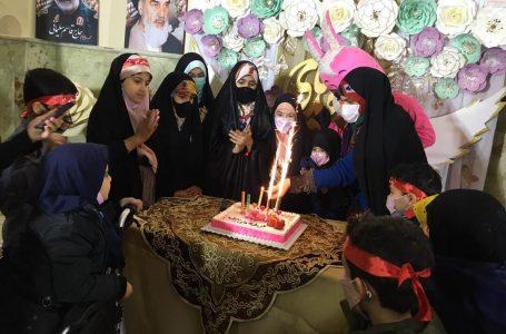 جشن تولد ۲۲ فرزند شهدای مدافع حرم در آستانه امامزاده روحالله حسنی(ع) تهران برگزار شد
